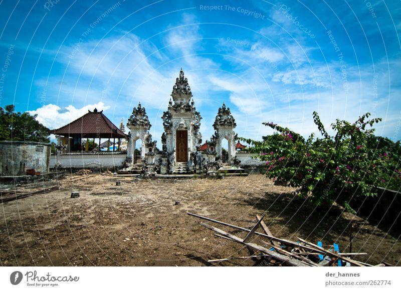 die geister des tempels Kunst Skulptur Architektur Kultur Tempel Hinduismus Bali Umwelt Himmel Wolken Schönes Wetter exotisch Vulkan Indonesien Südostasien