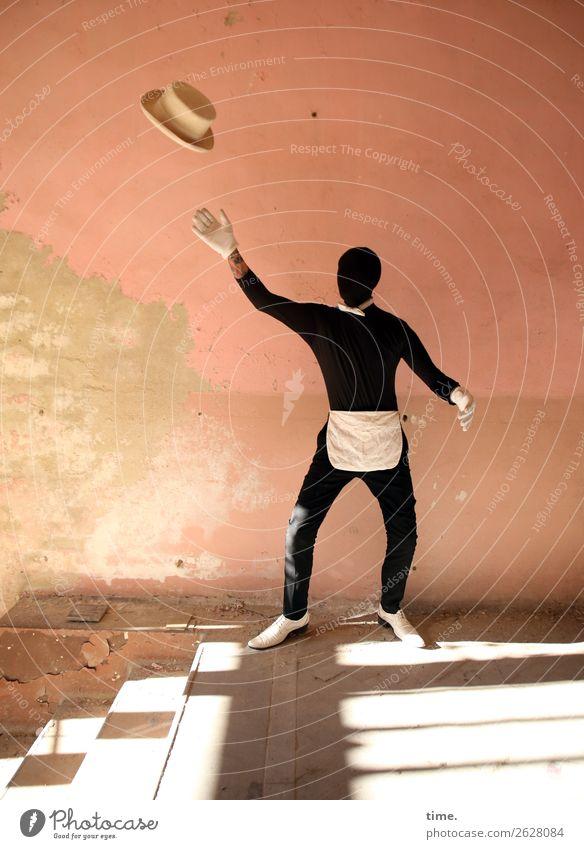 Acting (II) maskulin Mann Erwachsene 1 Mensch Kunst Schauspieler Tänzer Ruine lost places Mauer Wand Treppe Flur Anzug Schürze Fliege Handschuhe Schuhe Hut