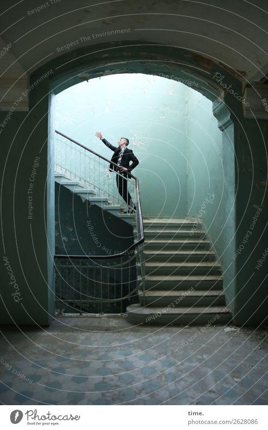 Stufen der Erkenntnis (III) maskulin Mann Erwachsene 1 Mensch Ruine lost places Mauer Wand Treppe Treppenhaus Treppengeländer Anzug brünett kurzhaarig