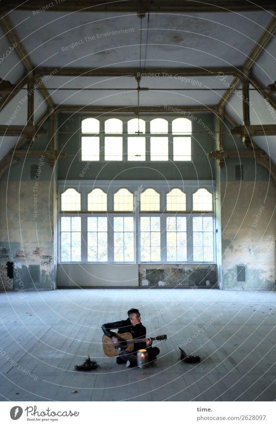 GuitarMan Saal maskulin Mann Erwachsene 1 Mensch Musik Musiker Gitarre Ruine Architektur lost places Jacke brünett kurzhaarig festhalten sitzen träumen dunkel
