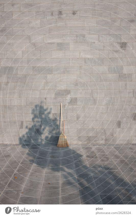 Die Geister die ich rief Dorf Kleinstadt Stadt Menschenleer Gebäude Architektur Mauer Wand Fassade Stein Beton Sauberkeit grau Gefühle Traurigkeit Trauer Tod