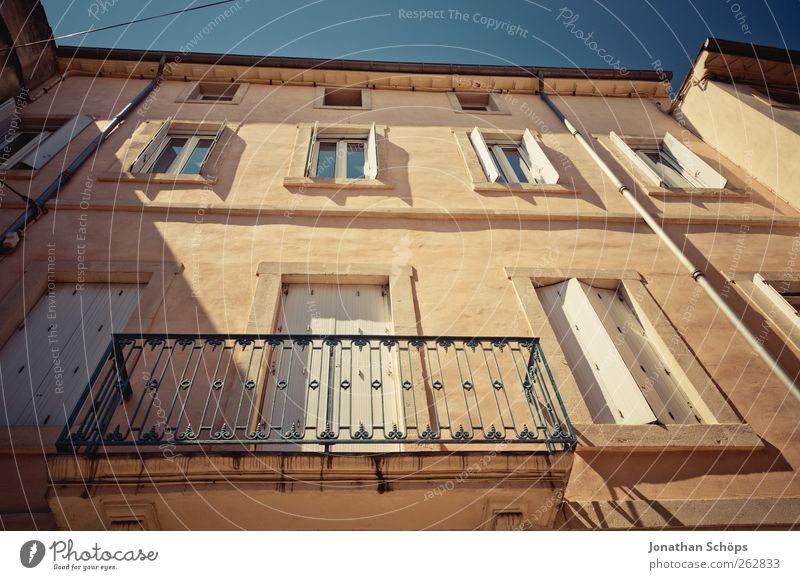 Narbonne II Tourismus Ferne Städtereise Sommer Südfrankreich Frankreich Stadt Altstadt Haus Einfamilienhaus Bauwerk Gebäude Architektur Fassade Balkon alt Süden