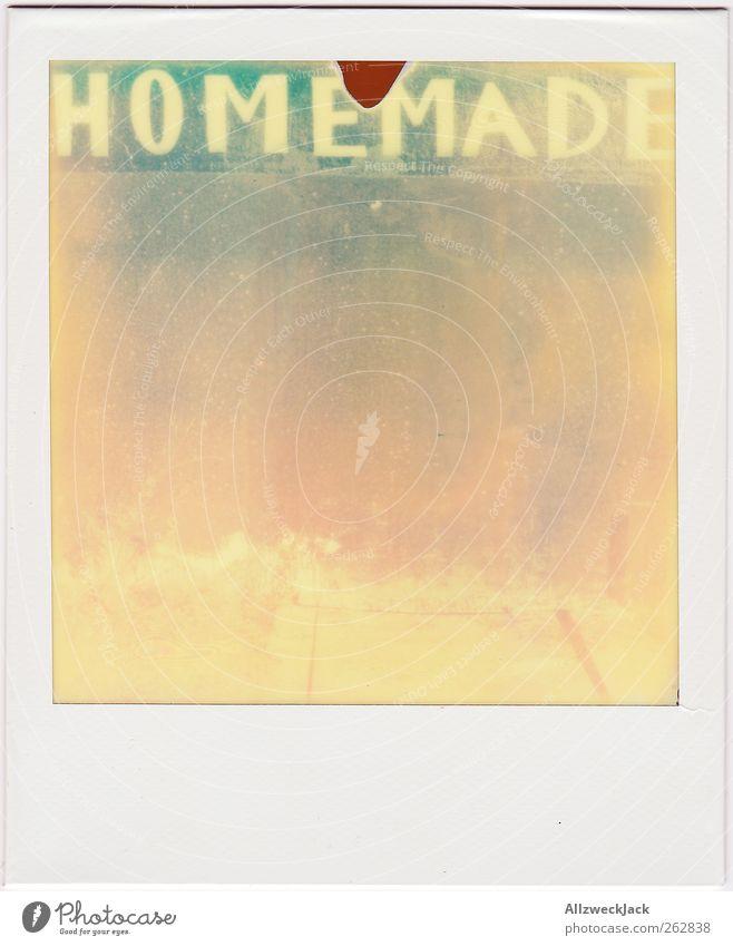 by Mutti Schriftzeichen Graffiti alt ästhetisch retro Tradition Haushaltsführung Handarbeit homemade hand made Farbfoto Außenaufnahme Polaroid Menschenleer