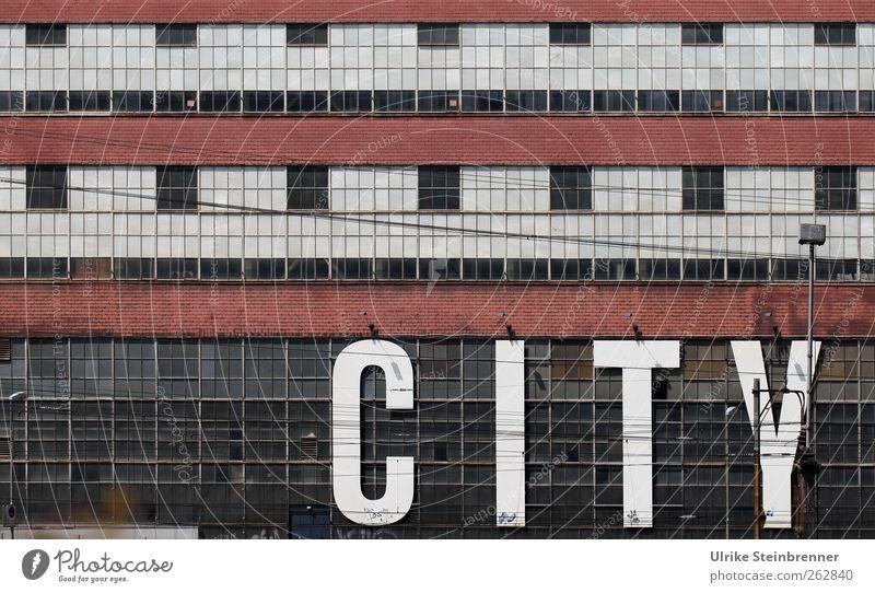 City Stadt Einsamkeit Fenster kalt Wand Architektur Mauer Gebäude Linie Fassade Design Hochhaus Schriftzeichen Europa Hinweisschild Bauwerk