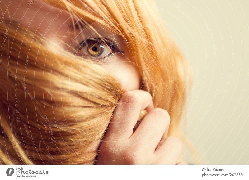 [3 Jahre bei PC] Same. But different. Mensch feminin Junge Frau Jugendliche Leben 1 18-30 Jahre Erwachsene Haare & Frisuren beobachten berühren Schutz Auge Hand