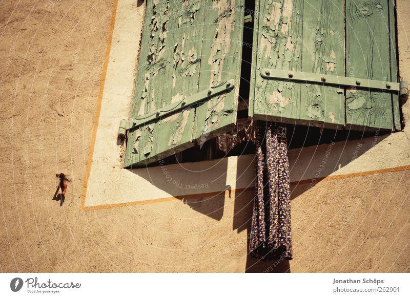 Narbonne V alt Stadt Haus ruhig Fenster Architektur Holz Wärme Gebäude Pause Stoff Bauwerk Dorf hängen Putz Frankreich