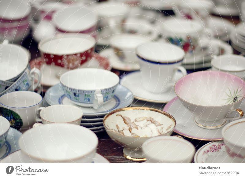 Kaffeekränzchen Kaffeetrinken Geschirr Teller Tasse Küche Kitsch Krimskrams Sammlung Sammlerstück alt einzigartig weiß Unikat goldrand Kaffeetasse Untertasse