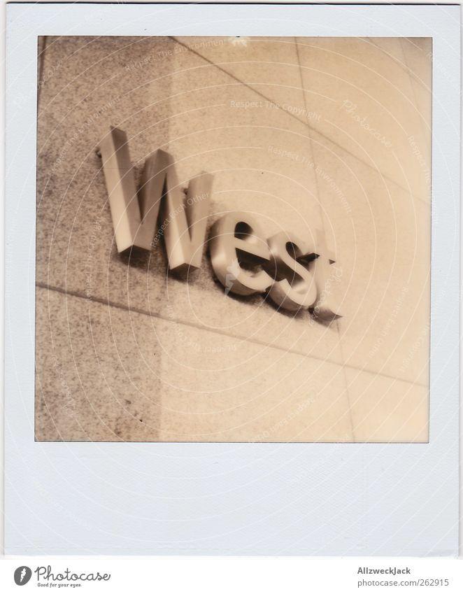 A Tribute to Adam Zeichen Schriftzeichen Werbung Typographie Westen Zigarettenmarke Buchstaben Wort Himmelsrichtung Schwarzweißfoto Außenaufnahme Polaroid