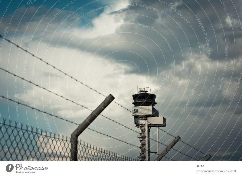 Tower Luftverkehr Umwelt Himmel Wolken Wetter schlechtes Wetter Flughafen Turm Tower (Luftfahrt) außergewöhnlich blau grau Flugangst Kontrolle