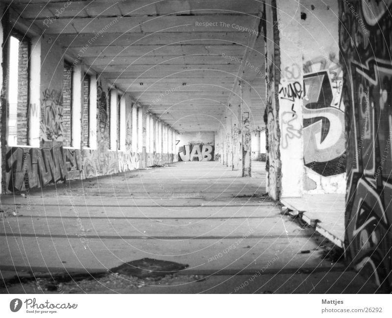 Ausrangiert alt Stadt Einsamkeit Haus Architektur Stimmung Armut gefährlich ästhetisch kaputt Industriefotografie gruselig Stadtzentrum Lagerhalle Demontage