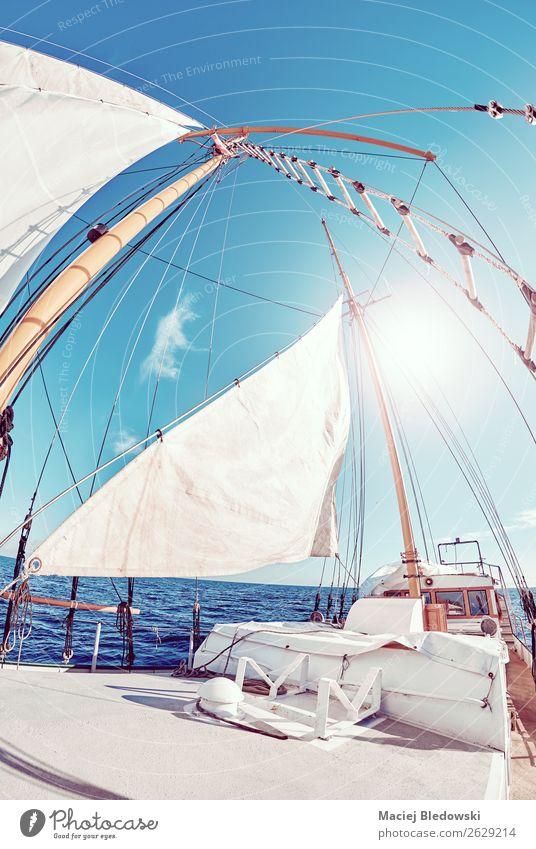 Alter Schoner segelt gegen die Sonne. Lifestyle Ferien & Urlaub & Reisen Ausflug Abenteuer Freiheit Kreuzfahrt Meer Wellen Segeln Himmel Wind Segelboot genießen