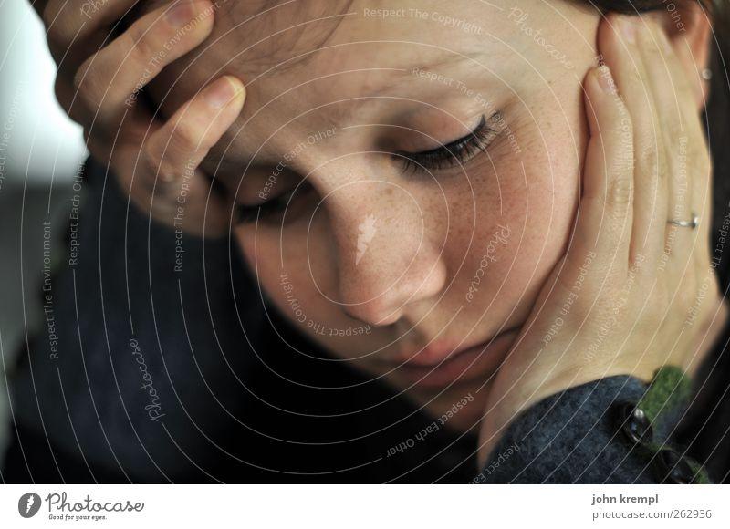 Bye Bye feminin Junge Frau Jugendliche Gesicht 1 Mensch 18-30 Jahre Erwachsene Denken Romantik Traurigkeit Liebeskummer Schmerz Sehnsucht Heimweh Fernweh