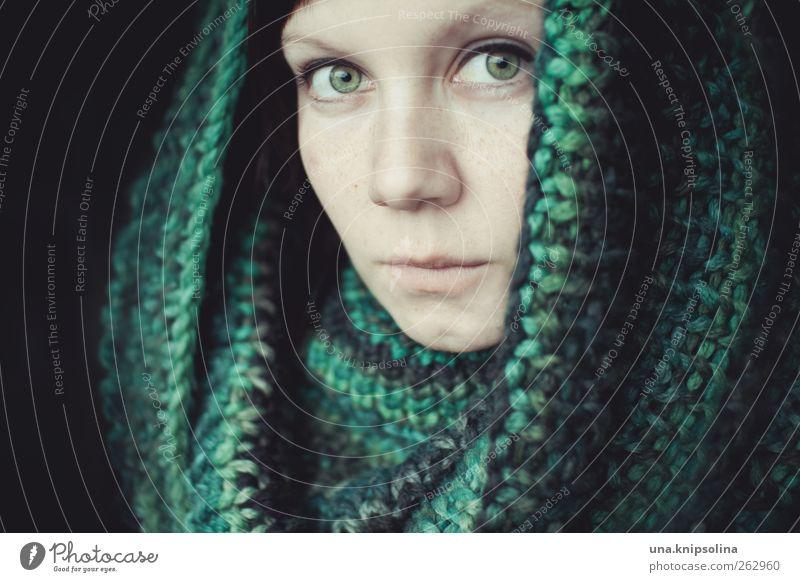 grün feminin Junge Frau Jugendliche Erwachsene Gesicht 1 Mensch 18-30 Jahre Mode Accessoire Schal natürlich schön Gefühle Stimmung Sicherheit Schutz