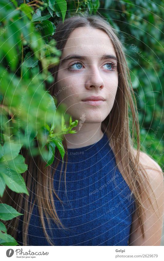 Süßes Teenagermädchen Lifestyle Stil Glück schön Haare & Frisuren Gesicht Mensch Frau Erwachsene Natur Park Mode Lächeln niedlich blau braun weiß Mädchen