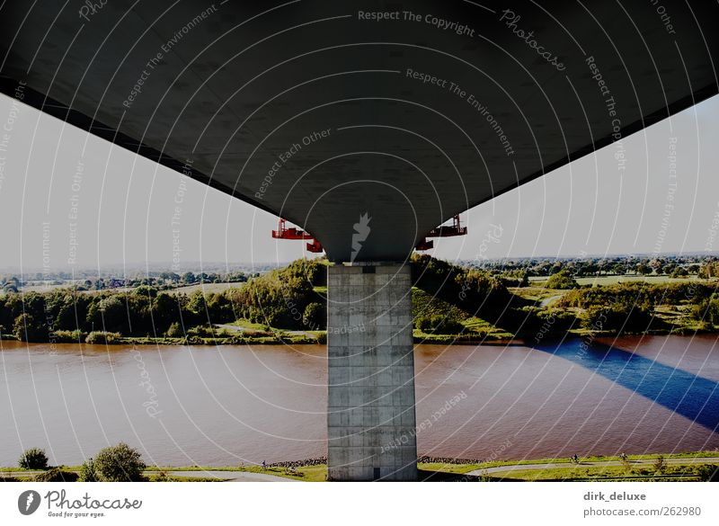 Bridge Verkehr Autofahren Straße Autobahn Hochstraße Brücke Schienenverkehr ästhetisch Langeweile Erde Farbfoto Außenaufnahme Menschenleer Textfreiraum links
