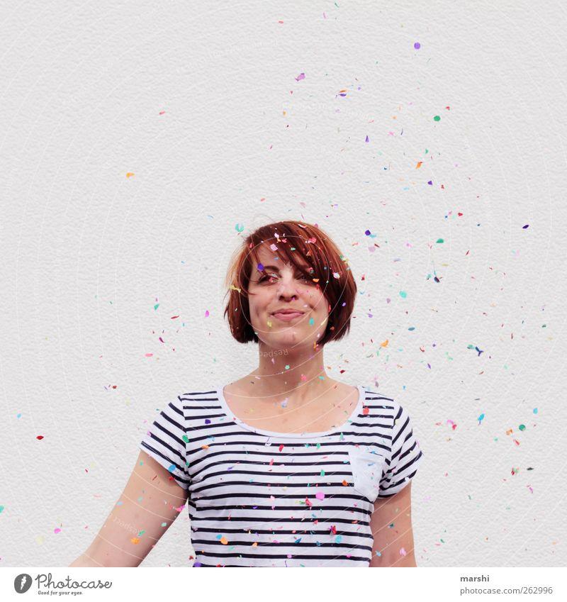 sich feiern lassen Lifestyle Stil Mensch feminin Junge Frau Jugendliche Erwachsene 1 18-30 Jahre mehrfarbig Gefühle Stimmung Freude Glück Fröhlichkeit