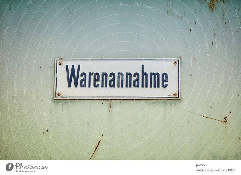 Wahre Annahme alt blau weiß grün schwarz Wand Mauer Metall braun Tür Schriftzeichen Hinweisschild trist Rost eckig Warnschild