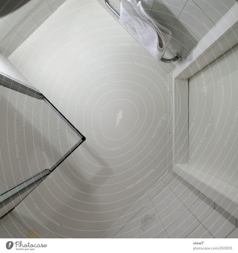 dusch das 02 Innenarchitektur Raum Bad Mauer Wand Linie Streifen alt authentisch einfach groß modern oben Originalität positiv weiß Genauigkeit Ordnung rein