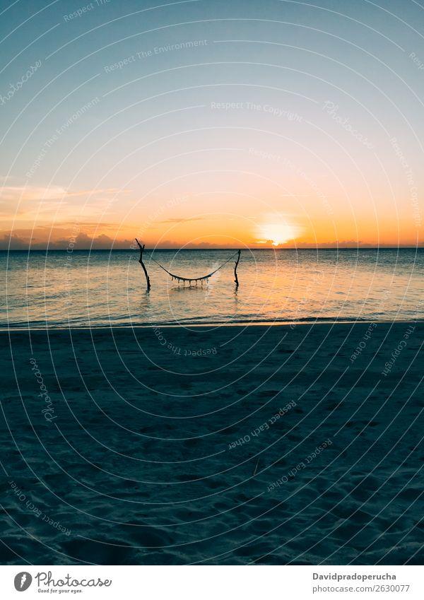 Malediven Insel Luxus Strand Resort Sonnenuntergang Hängematte Sand Schaukel Ferien & Urlaub & Reisen Meer Erholung Lagune träumen Idylle Reichtum Landschaft