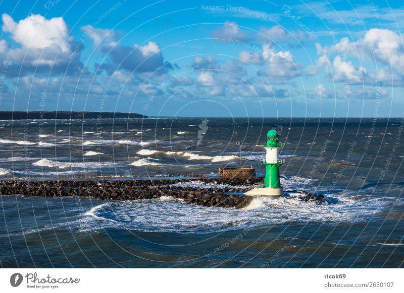 Mole an der Ostseeküste in Warnemünde Erholung Ferien & Urlaub & Reisen Tourismus Meer Wellen Umwelt Wasser Wolken Klima Wetter Sturm Küste Leuchtturm