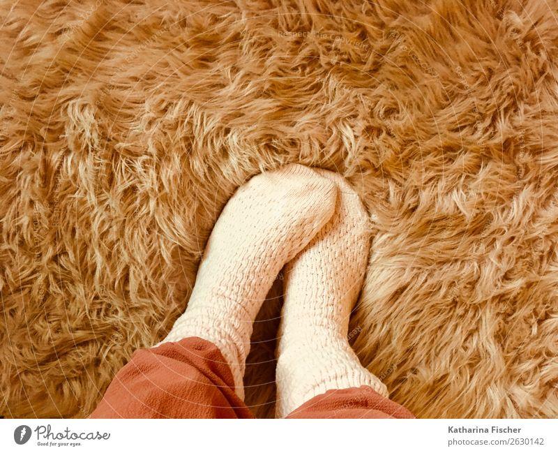 Socken Wohlgefühl Fuß Fell stehen Wärme weich rosa rot Strümpfe Fellfarbe Haare & Frisuren Winter Kuscheln kuschlig Wollsocke Kunstfell Lifestyle Farbfoto
