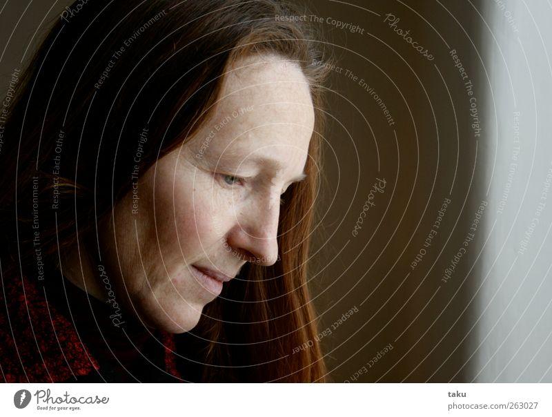 MARTI Mensch Frau schön Gesicht Erwachsene Auge feminin Wärme Kopf Haare & Frisuren Stil träumen Stimmung Zufriedenheit Mund Nase