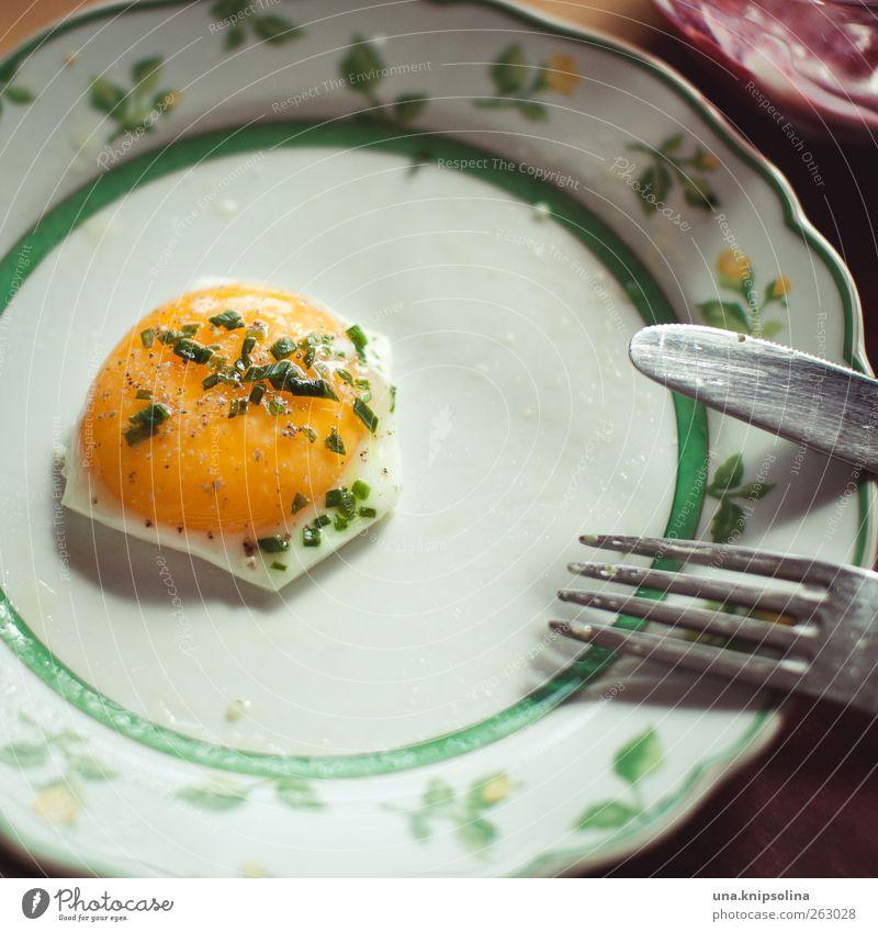 das beste zum schluss Ernährung Lebensmittel rund Kräuter & Gewürze Frühstück lecker Teller Bioprodukte Messer Besteck Gabel Pflanze Nahaufnahme Geschirr