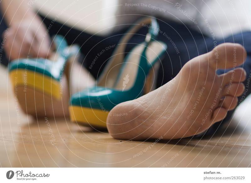 barfuß Lifestyle kaufen Reichtum elegant schön Nachtleben Mensch androgyn Homosexualität Junge Frau Jugendliche Junger Mann Fuß 1 Künstler Tanzen Tänzer