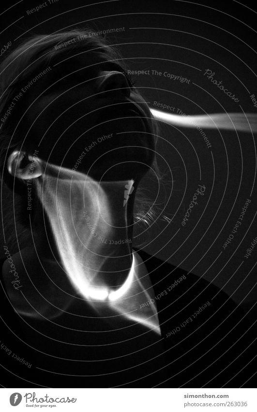 schattenspiele 1 Mensch Stil Schatten Schattenspiel Schattenseite Schattendasein Licht Nebel Rauch Kunst Porträt Surrealismus abstrakt Gesicht Ohr Beamer