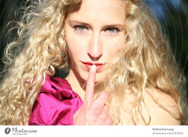 Pssst, es wird Frühling! Mensch Jugendliche schön ruhig Erwachsene feminin Haare & Frisuren blond rosa Mund Finger Lifestyle 18-30 Jahre Junge Frau