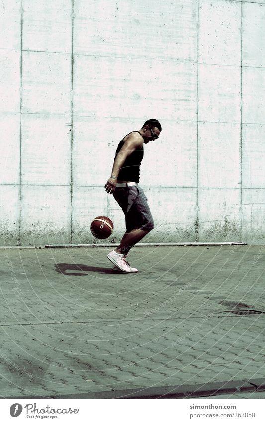 baller Mensch Sommer Sport Spielen Ball Asphalt sportlich Sonnenbrille Basketball Ghetto Funsport Streetlife Muskelshirt