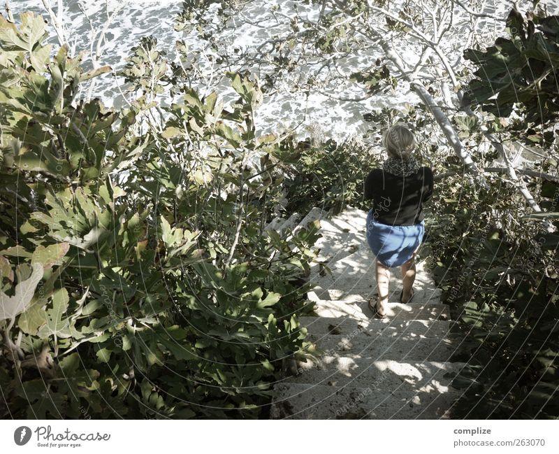 komm´ Frau Sonne Meer Sommer Strand Wellen Treppe Neugier rein chaotisch Sommerurlaub