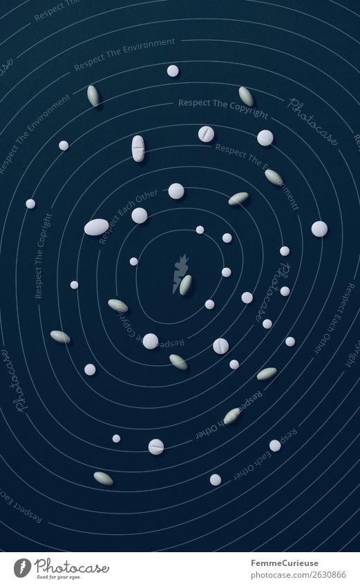 Various pills on a dark blue background Gesundheit Gesundheitswesen Krankheit Medikament Wissenschaften Krankenpflege Tablette Behandlung