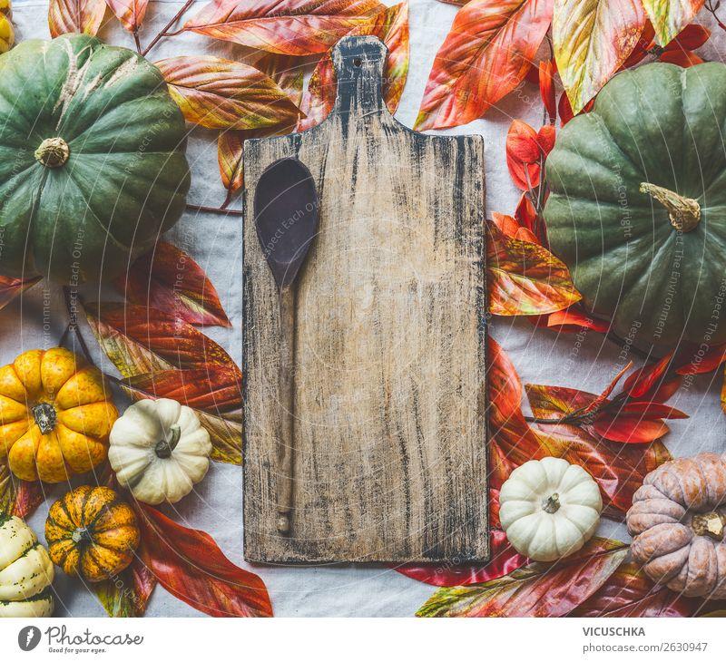 Hintergrund mit Kürbisse , Schneidebrett und Kochlöffel Lebensmittel Gemüse Ernährung Bioprodukte Vegetarische Ernährung Stil Design Gesunde Ernährung