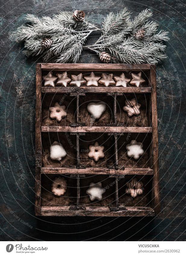 Holzkiste mit Plätzchen und Lebkuchen Lebensmittel Teigwaren Backwaren Süßwaren Ernährung Festessen kaufen Stil Design Winter Schnee Feste & Feiern