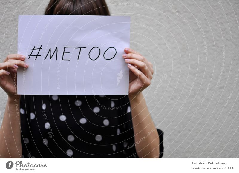 Me too feminin Junge Frau Jugendliche Erwachsene 1 Mensch Medien Neue Medien Internet Kraft Macht Mut loyal Wahrheit Ehrlichkeit Entsetzen Gerechtigkeit