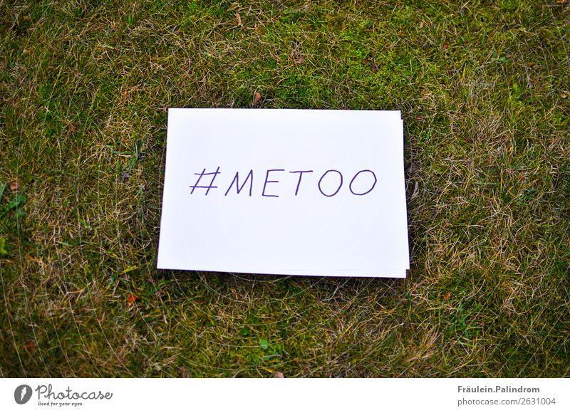 Me too feminin Junge Frau Jugendliche Erwachsene Kultur Medien Neue Medien Internet Natur Gras Moos Garten Park Wiese Verschwiegenheit Wut Gewalt Erfahrung