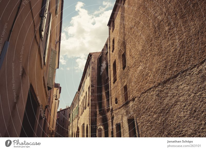 Narbonne XIII Himmel alt Sommer Haus Fenster Architektur Gebäude Fassade einfach Bauwerk eng Putz Frankreich Gasse rau Städtereise