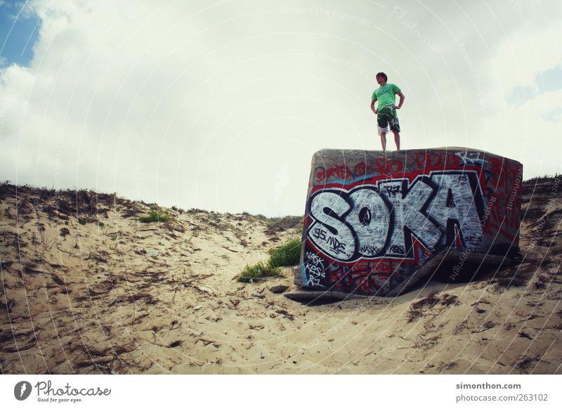 an der küste Mensch Himmel Meer Strand Graffiti Leben Küste stehen beobachten Aussicht Stranddüne Fernweh standhaft 1 Mensch Bunker Gebäude