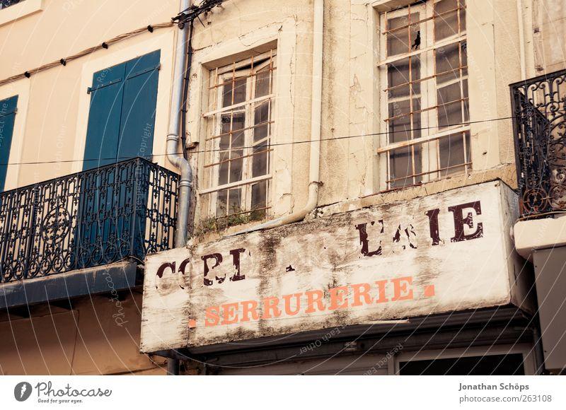 Narbonne XIV alt Haus Fenster Architektur Gebäude Fassade Schilder & Markierungen Schriftzeichen Buchstaben Bauwerk verfallen Balkon Ladengeschäft Frankreich