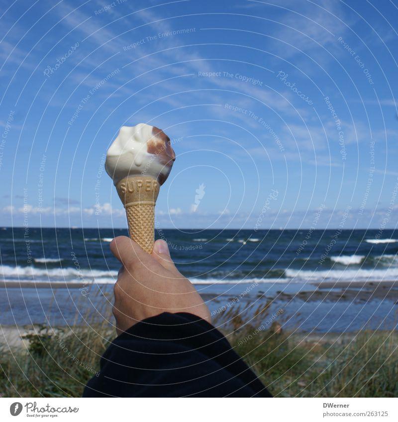 Eis Lebensmittel Speiseeis Ernährung Picknick Glück Wohlgefühl Erholung Ferien & Urlaub & Reisen Tourismus Ferne Sommer Strand Meer Wellen Hand Natur Landschaft