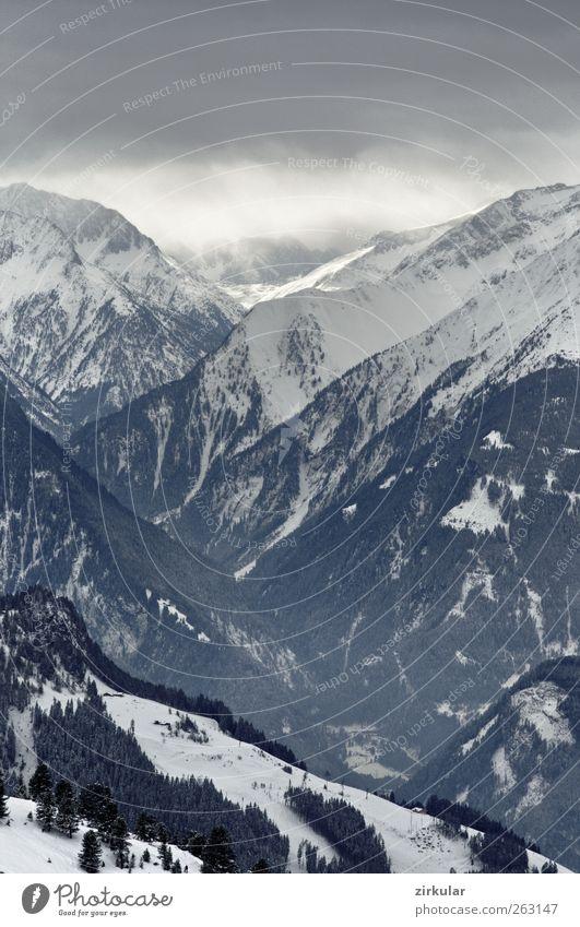 Vor dem Schneesturm Landschaft Winter schlechtes Wetter Unwetter Eis Frost Alpen Berge u. Gebirge Schlucht Abenteuer kalt Gedeckte Farben Außenaufnahme