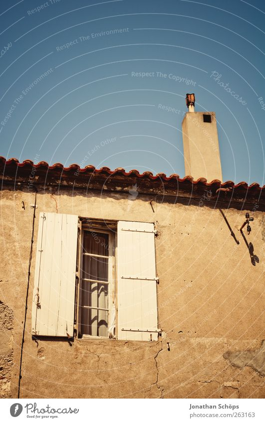 Narbonne XVIII alt blau Stadt Fenster Architektur Gebäude braun Fassade Armut ästhetisch Häusliches Leben Dach einfach Bauwerk Dorf Hütte