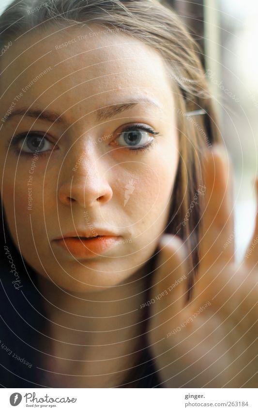 Im Wunderland Mensch feminin Junge Frau Jugendliche Leben Kopf Gesicht Auge Hand 1 18-30 Jahre Erwachsene authentisch außergewöhnlich schön staunen Blick