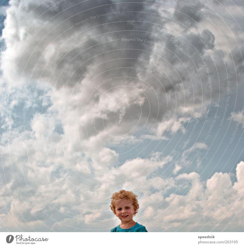da braut sich was zusammen Mensch Kind Himmel blau Sommer Wolken Ferne Junge Freiheit Wärme Kopf Kindheit blond Klima maskulin ästhetisch