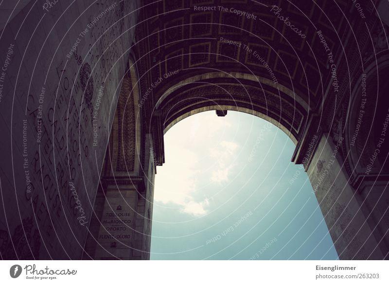 Arc de Triomphe Paris Frankreich Europa Hauptstadt Sehenswürdigkeit Denkmal alt ästhetisch blau Bogen Himmel himmelblau Triumphbogen Farbfoto Außenaufnahme