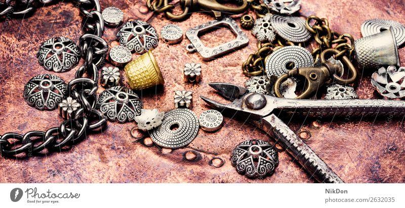 Schmuck und Bijouterie handgefertigt Handwerk Werkzeug Halskette Hobby anketten Design Schaltfläche Handarbeit Mode Wulst altehrwürdig Armband Gerät Basteln