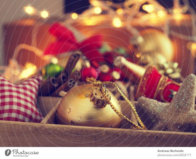 Christbaumschmuck in einer Holzbox Weihnachten & Advent Winter Hintergrundbild Design Dekoration & Verzierung retro gold Tradition Kitsch altehrwürdig Vorfreude