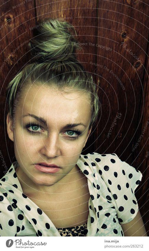Dutt Mensch Frau Jugendliche schön Erwachsene Auge Junge Frau feminin Haare & Frisuren Holz Stil Mode blond authentisch modern Bekleidung