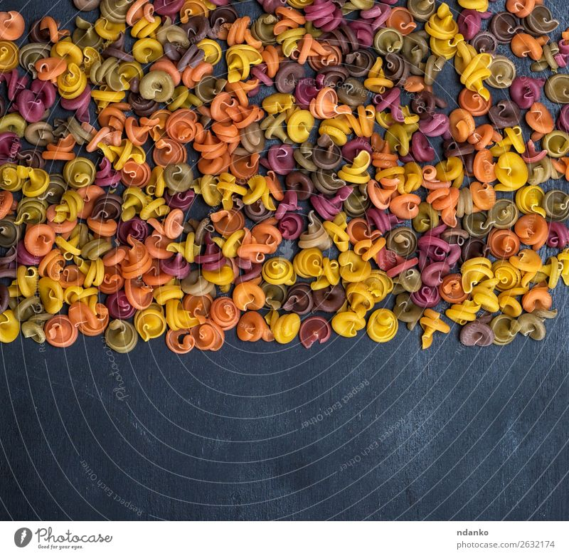 Farbe rot schwarz gelb Textfreiraum braun Ernährung Backwaren Tradition Essen zubereiten Diät Mahlzeit Spirale Teigwaren Zutaten Konsistenz